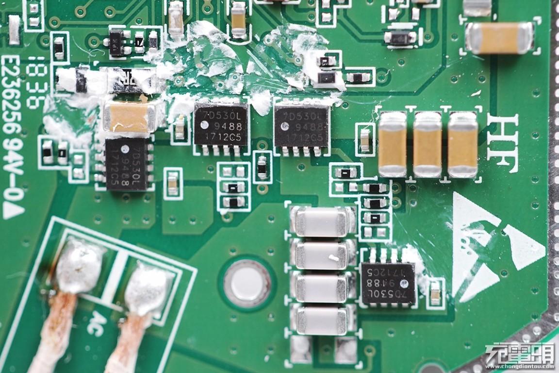 华为无线充电器(15w无线快充版),采用idt p9242无线充发射芯片,为15w