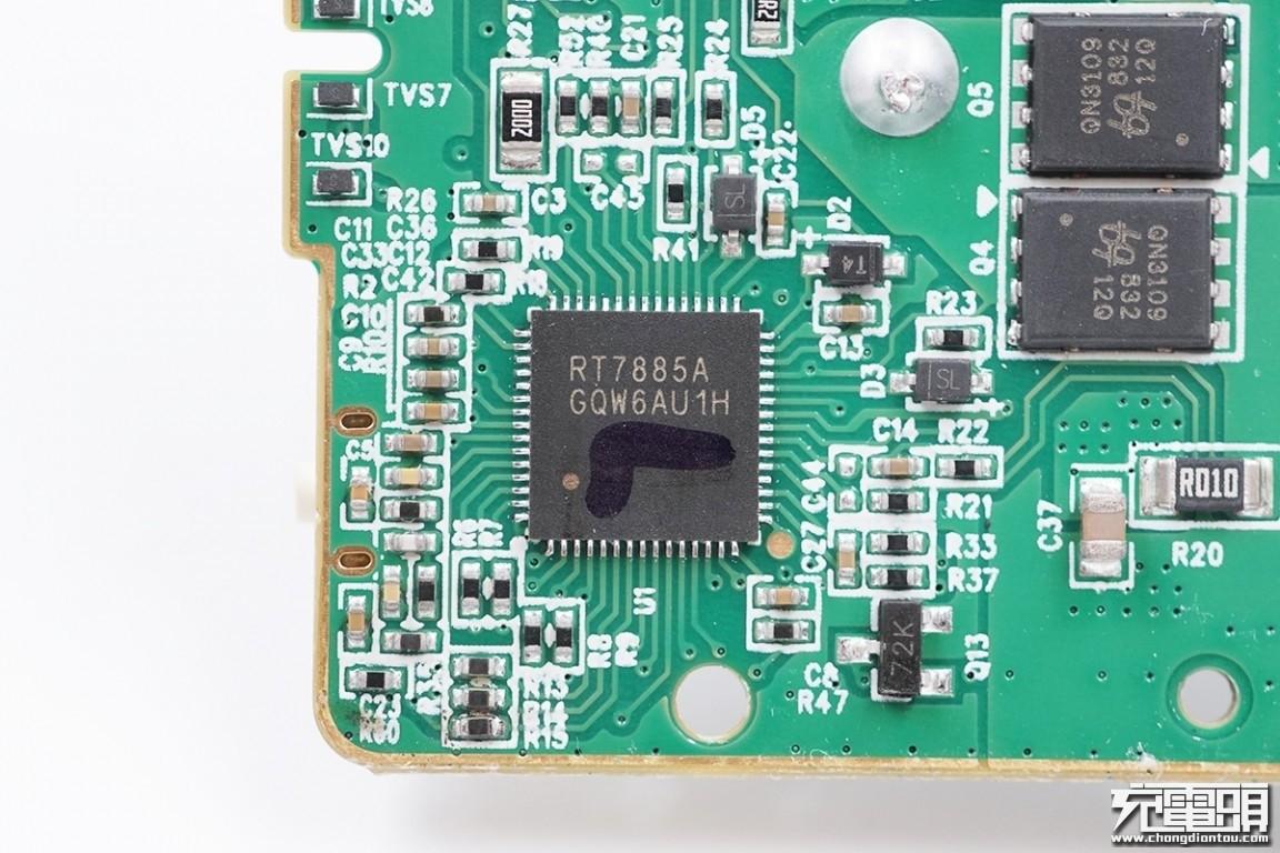 华为大功率移动电源升降压芯片曝光:首发立锜RT7885-充电头网