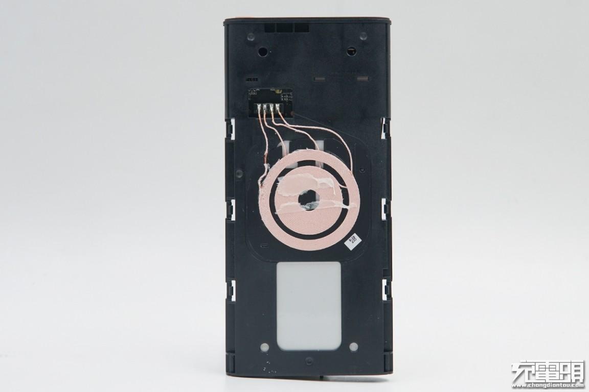 拆解报告:三星无线充电移动电源(EB-U1200)-充电头网