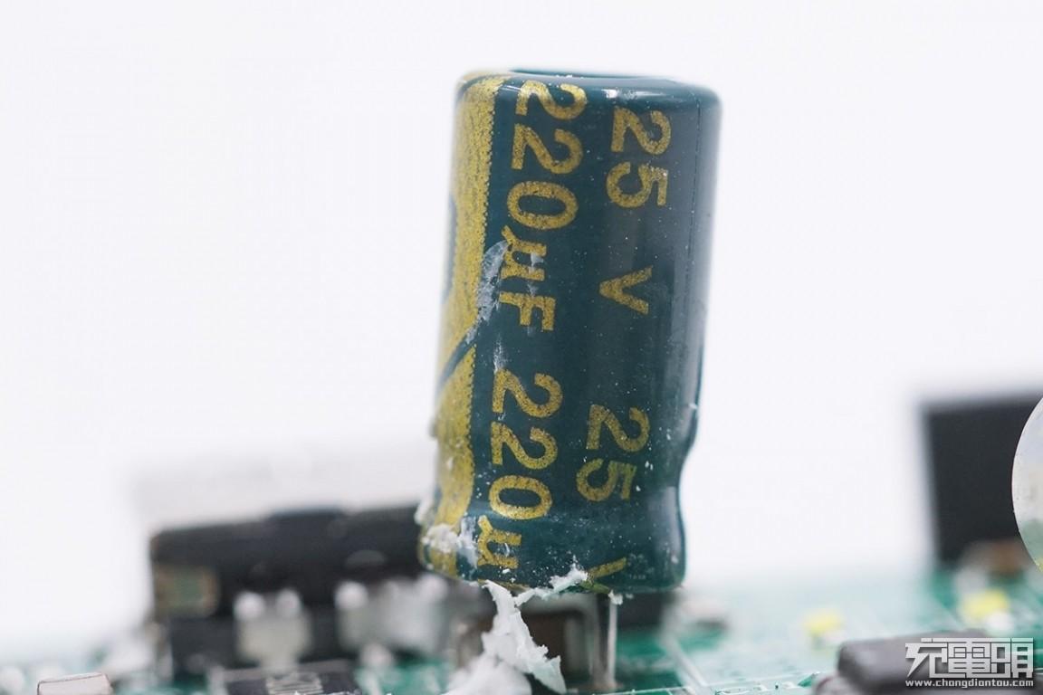 拆解报告:70迈汽车应急启动电源-充电头网