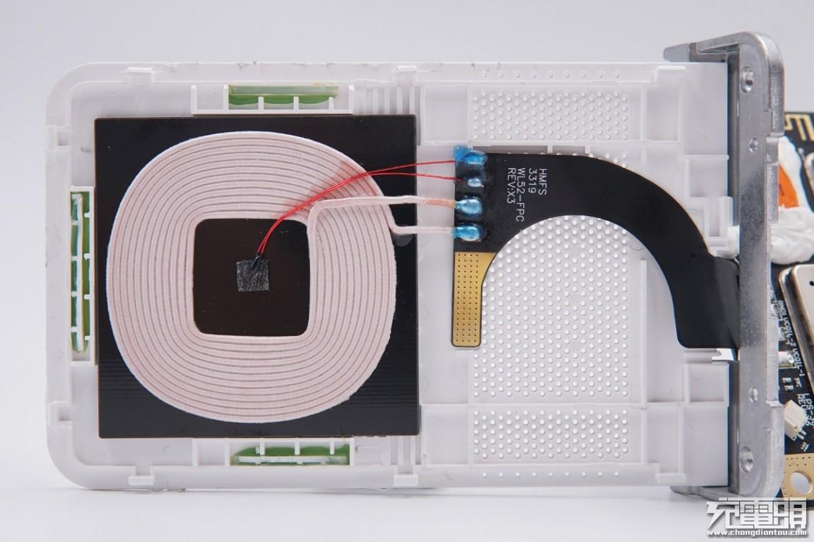拆解报告:小米30W立式风冷无线充电器(MDY-11-EG)-充电头网