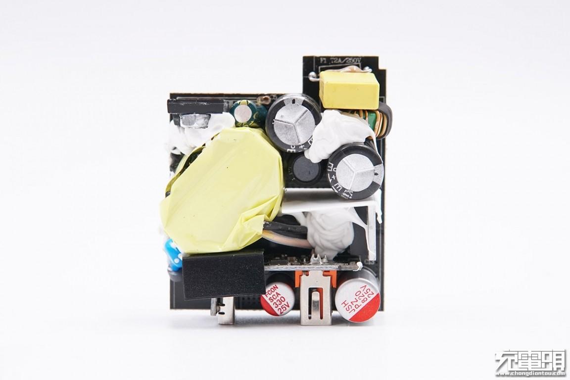 拆解报告:京东京造双口30W快充充电器TC-026-充电头网