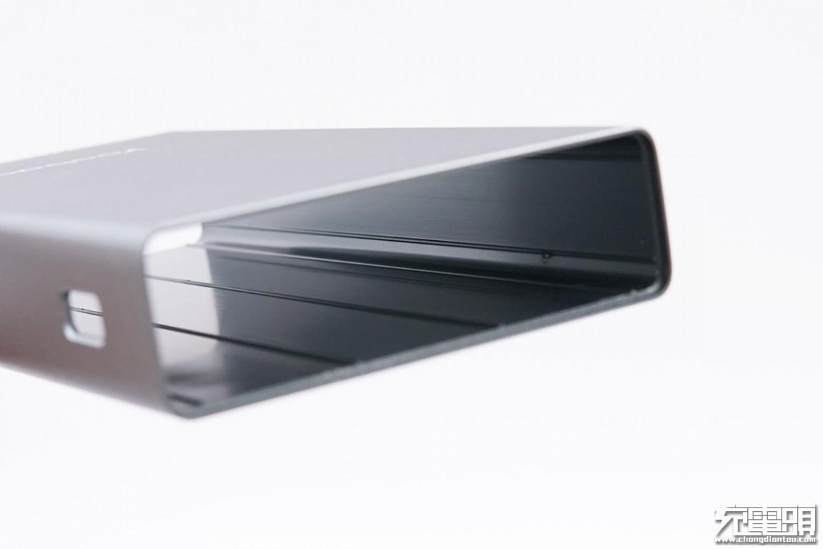拆解报告:Yoobao羽博26800mAh 45W USB PD快充移动电源99Wh-充电头网