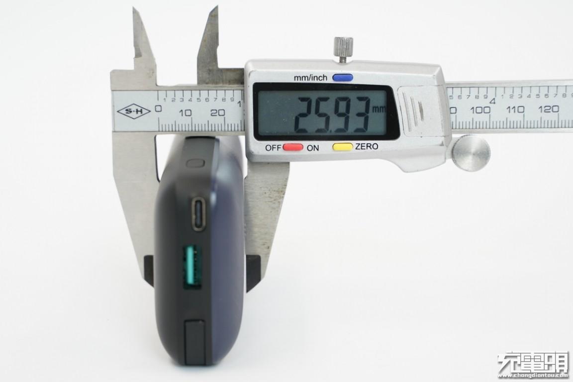 小巧mini,绿联10000mAh自带苹果MFi认证快充线充电宝评测PB172-充电头网