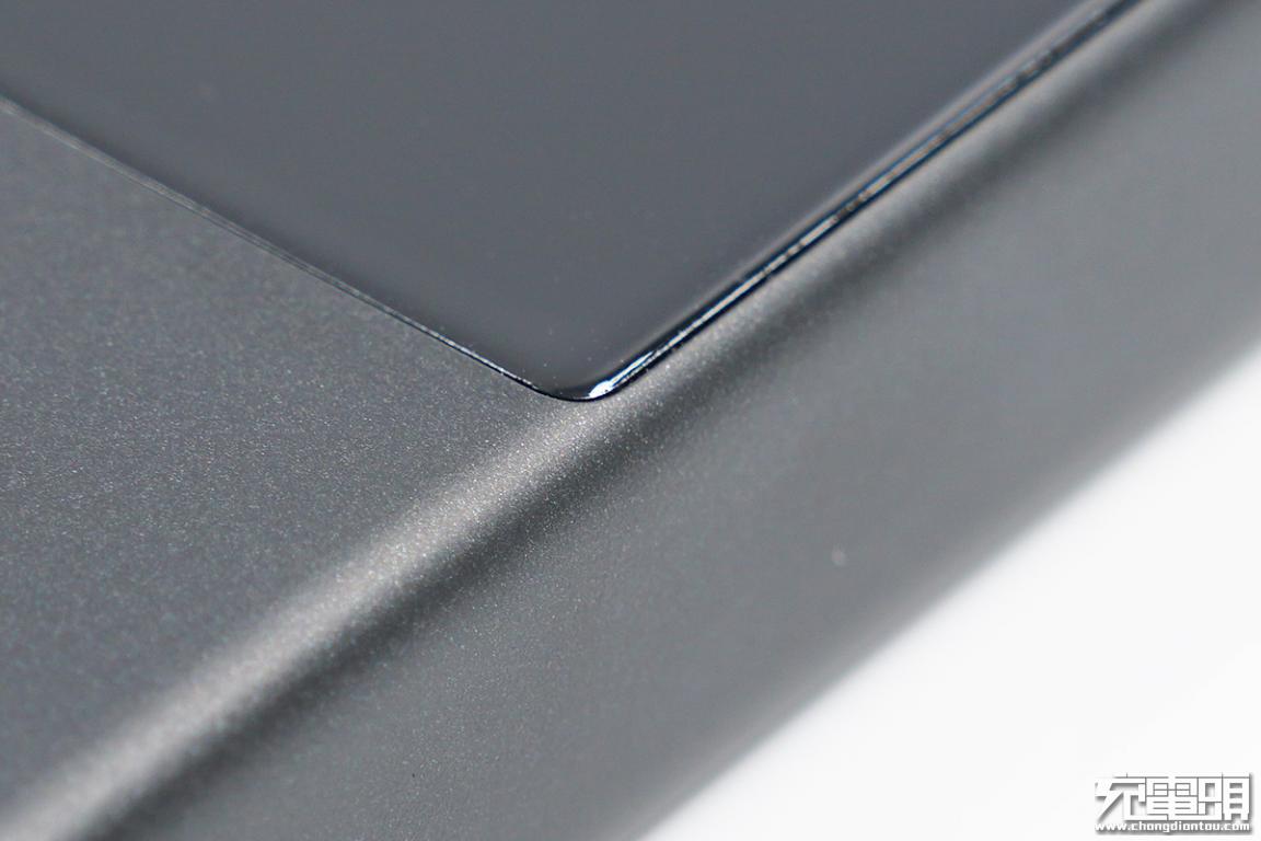 苹果20W小钢炮:倍思迷你数显快充移动电源深度评测-充电头网