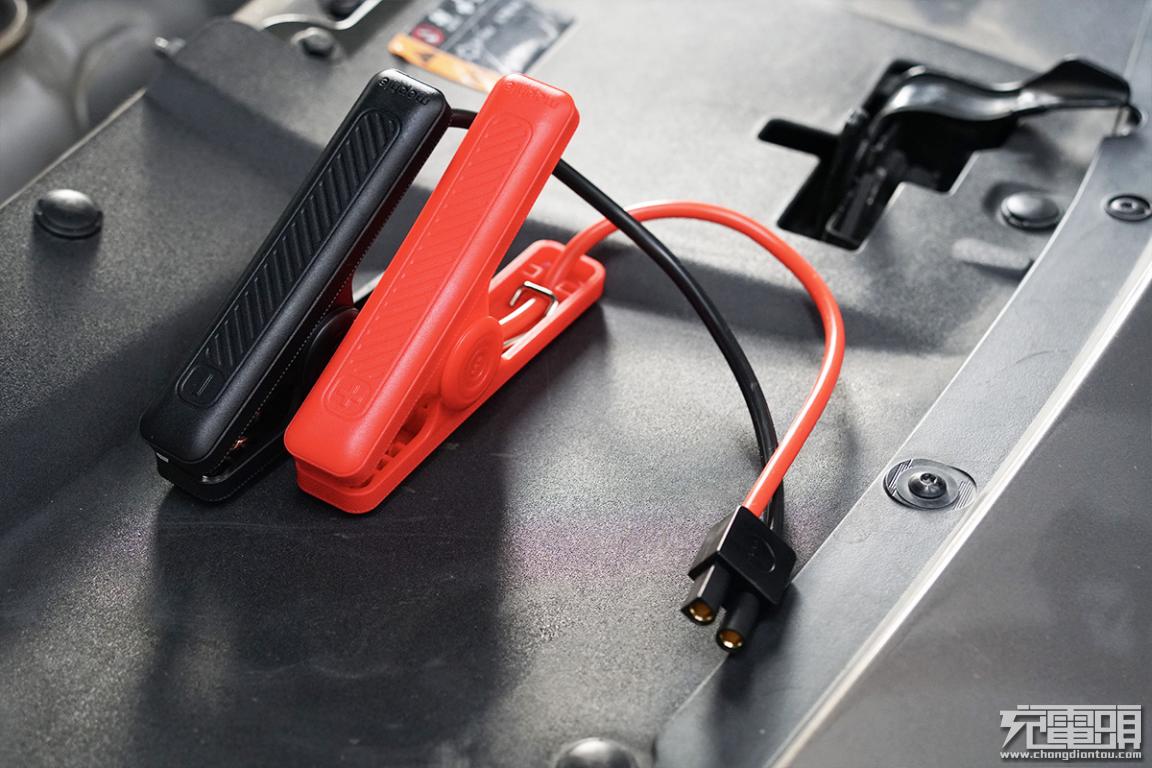 车主必备,能充电能照明,mophie汽车应急启动手电筒上手体验-充电头网