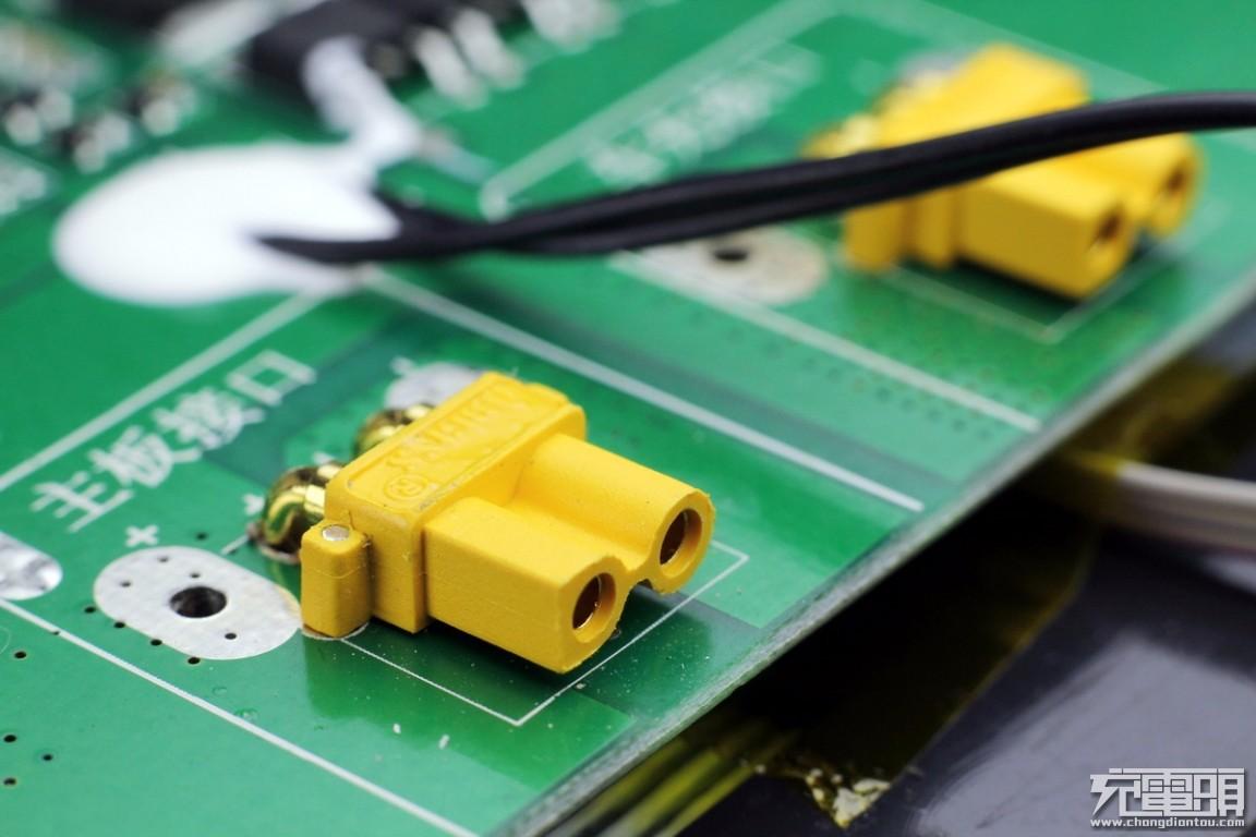 拆解报告:YOOBAO羽博300W便携式储能电源EN300WLPD-充电头网