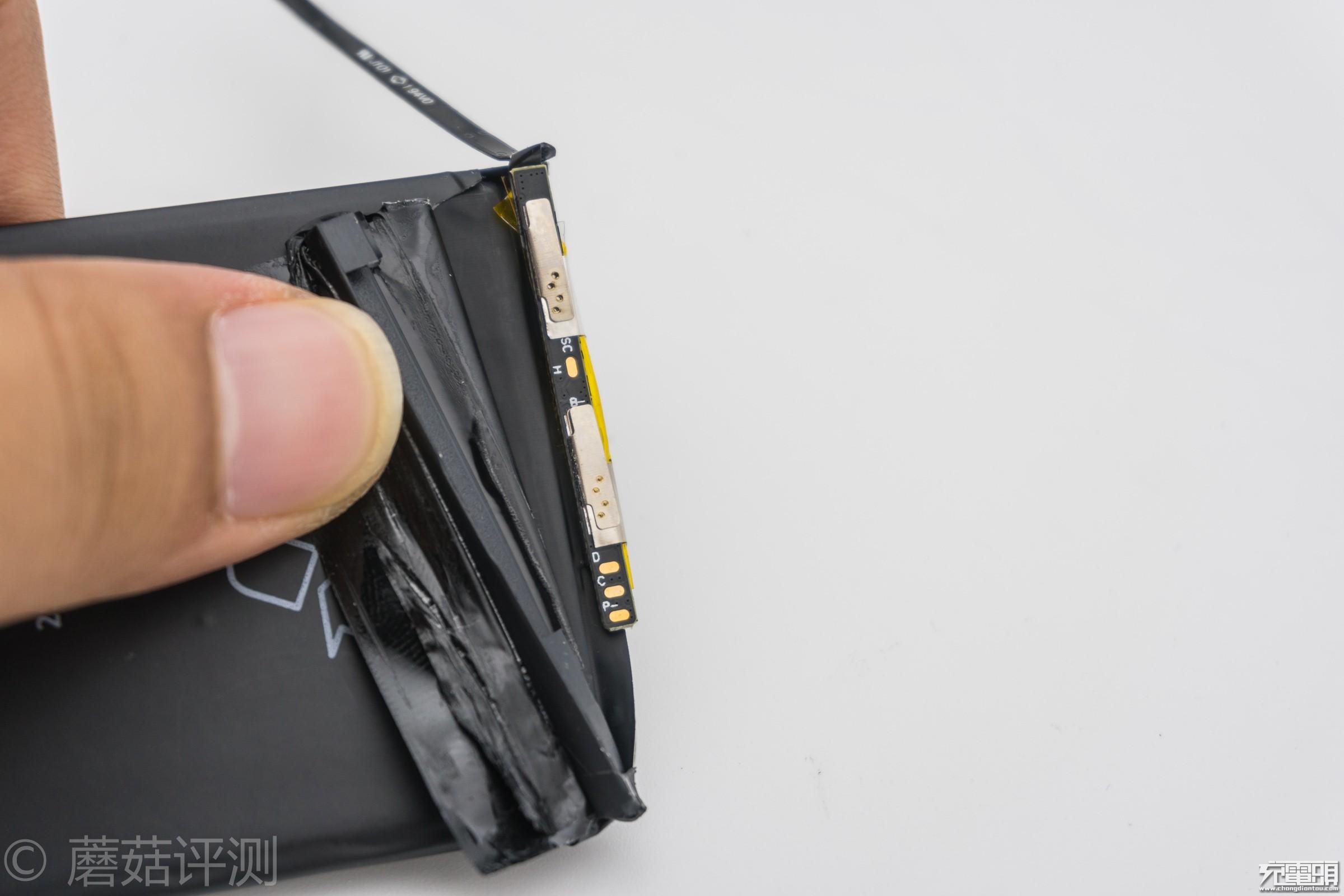 26_20170908_iPhone电池横评,IC板.jpg