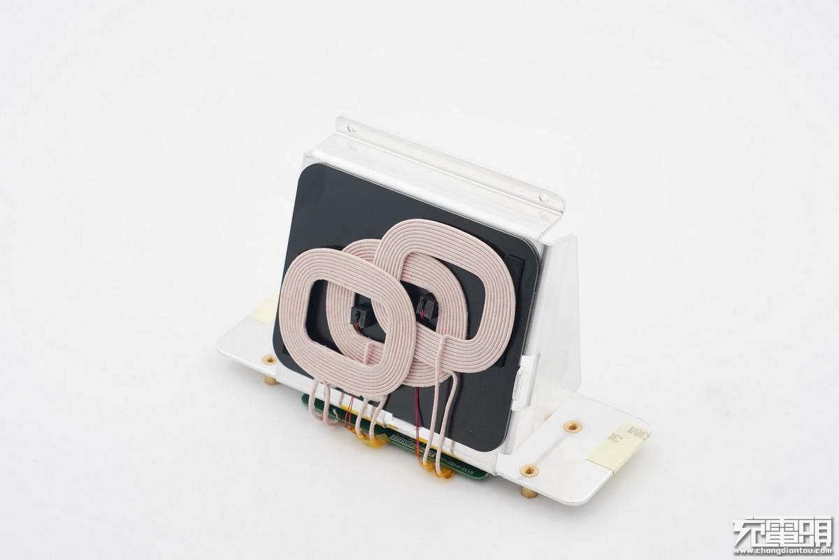用料大手笔:坚果闹钟式无线充电座(WCD2000)开箱拆解-充电头网