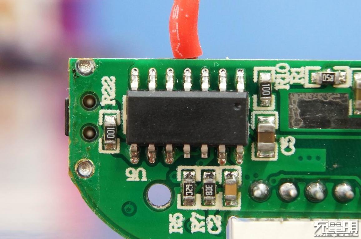 Lightning输入数显屏,台电TECLAST M10夏日之恋移动电源拆解评测-充电头网