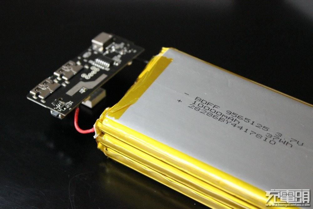安全稳定  台电C30 30000mA·h大容量移动电源拆解-充电头网