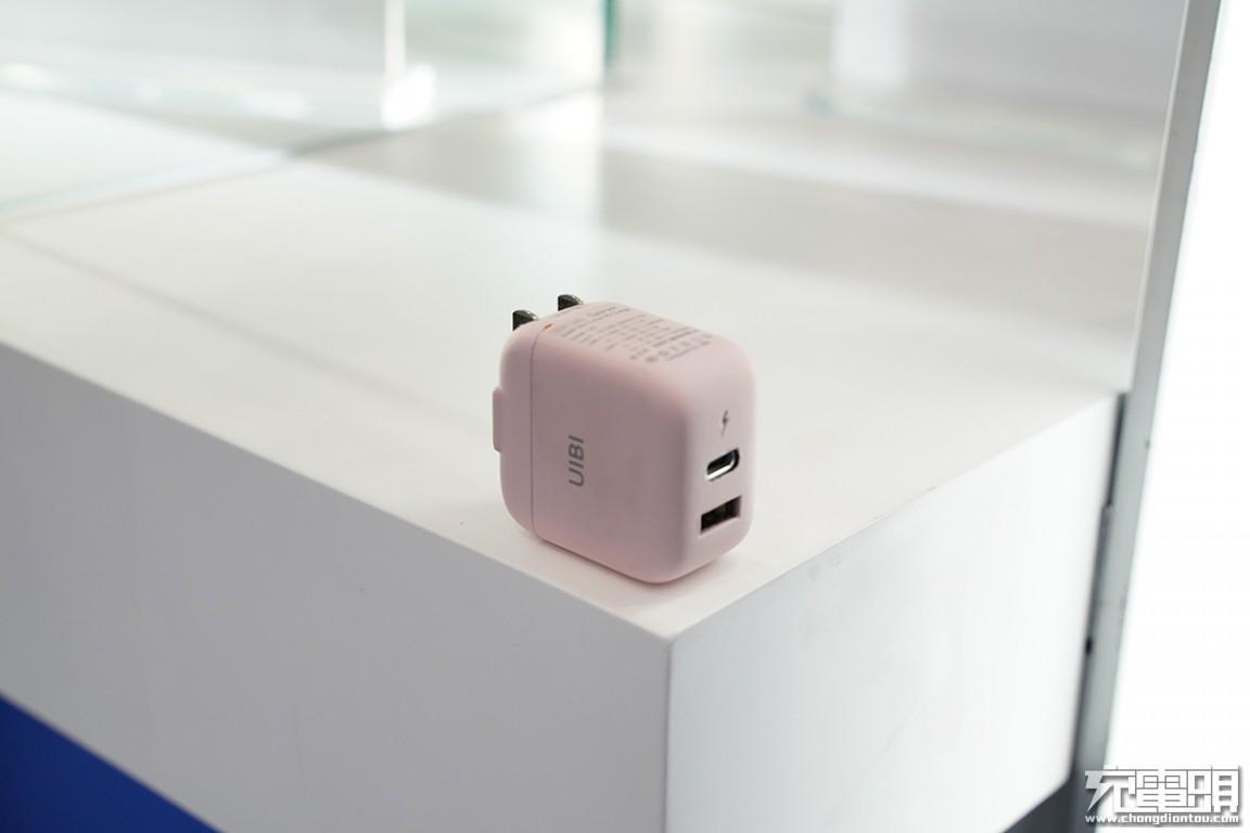 2019秋季环球资源移动电子展:UIBI柚比带来多款氮化镓充电器-充电头网
