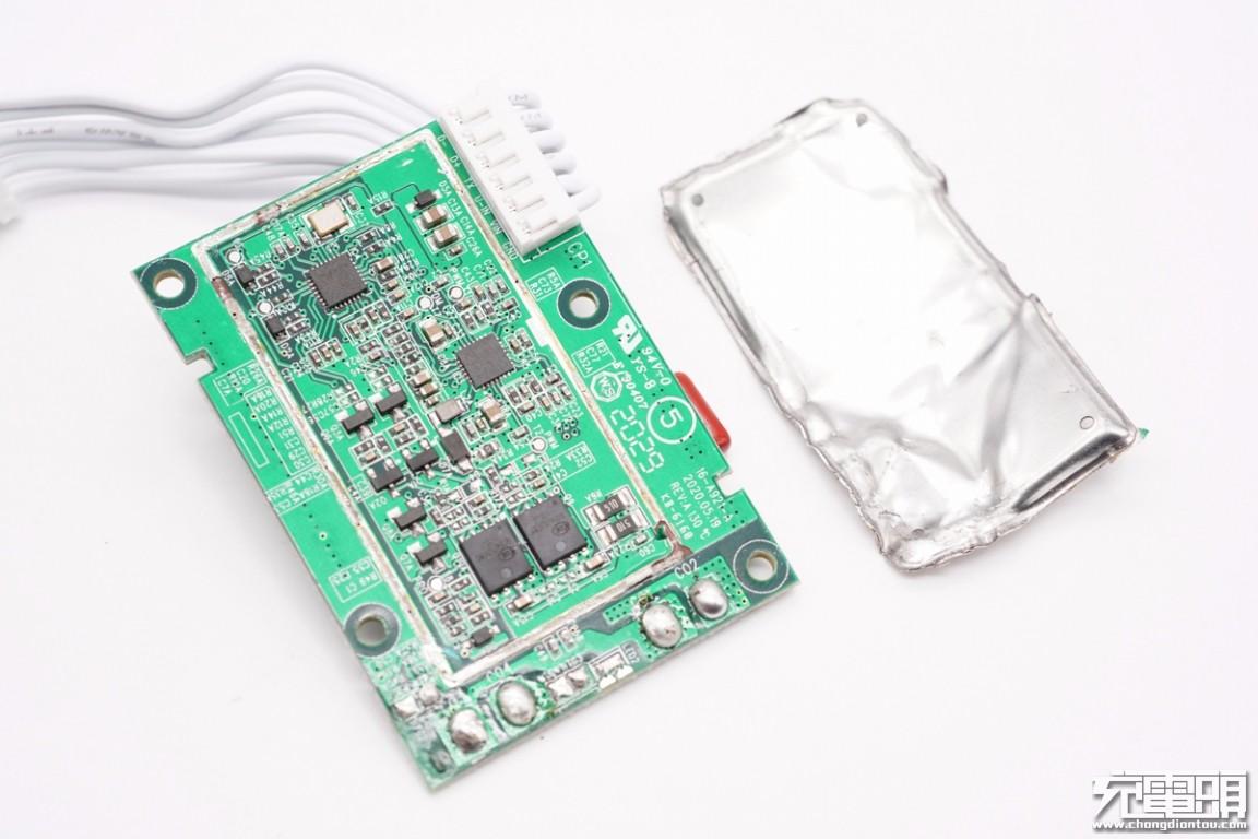 拆解报告:MI小米三合一立式无线充电插座-充电头网