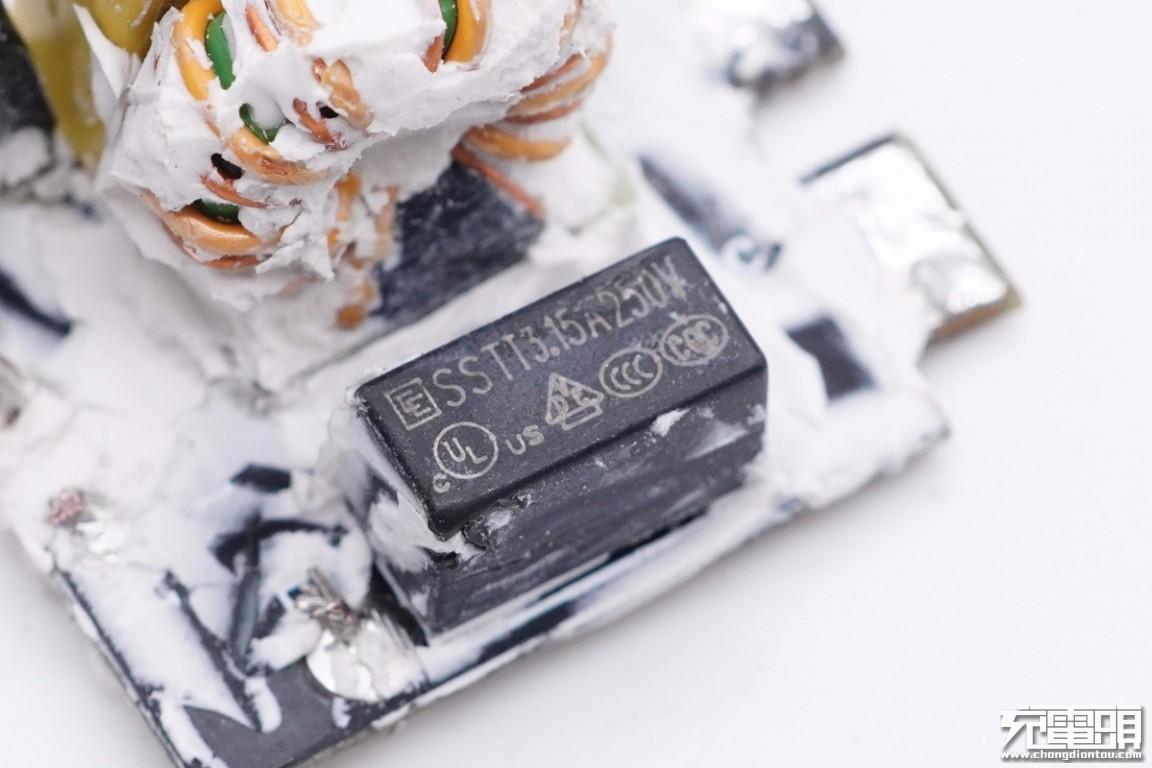拆解报告:KOSUN科讯65W 1A1C氮化镓快充充电器-充电头网